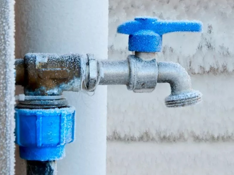 Как уберечь водопроводные трубы частного дома от замерзания?