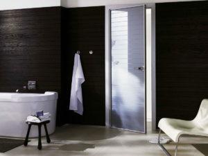 Двери в ванной комнате